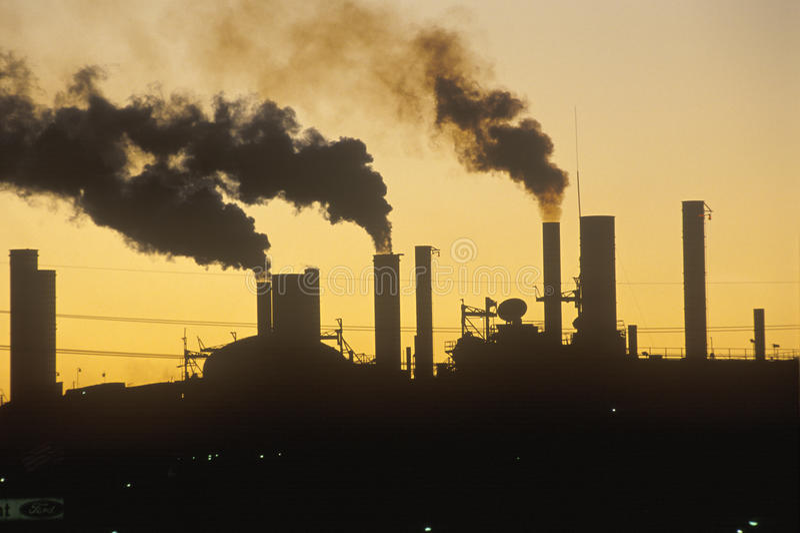 Фабрика на заходе солнца стоковая фотография rf