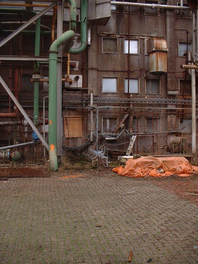 Download фабрика старая стоковое изображение. изображение насчитывающей пакостно - 90815