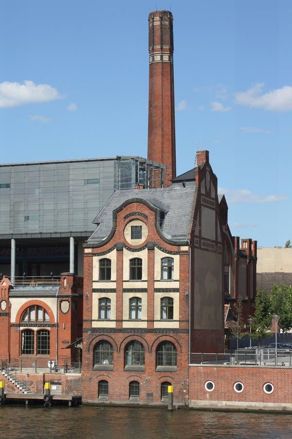 Download фабрика стоковое фото. изображение насчитывающей урбанско - 6851580