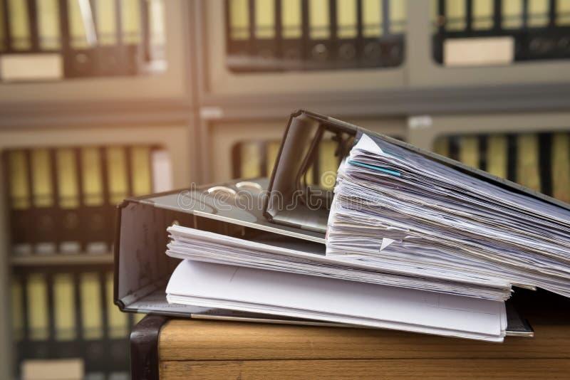 Файлы на столе стоковое изображение rf