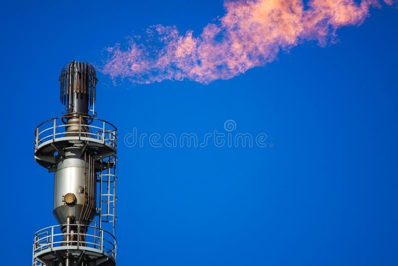 Факел газа с горящим пламенем стоковое фото