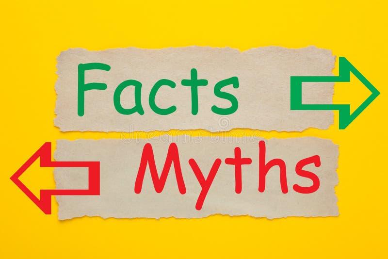 Факты и концепция мифов стоковое изображение rf