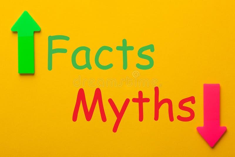 Факты и концепция мифов стоковые изображения rf
