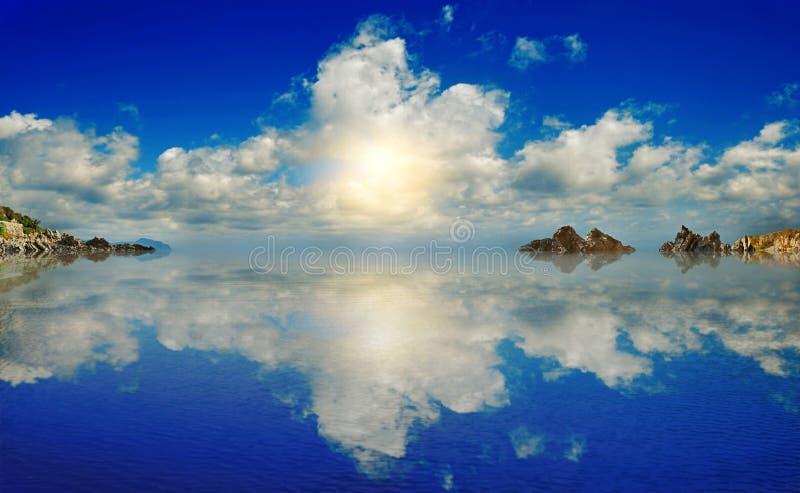Фантастический ландшафт с утесами в plyos мочит стоковая фотография rf