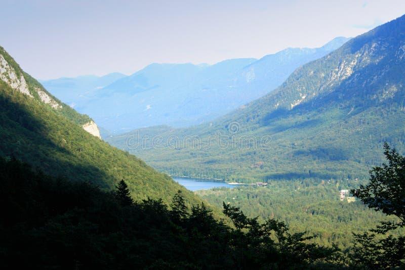 Фантастическое озеро горы в национальном парке Triglav Размещенный в стоковая фотография rf