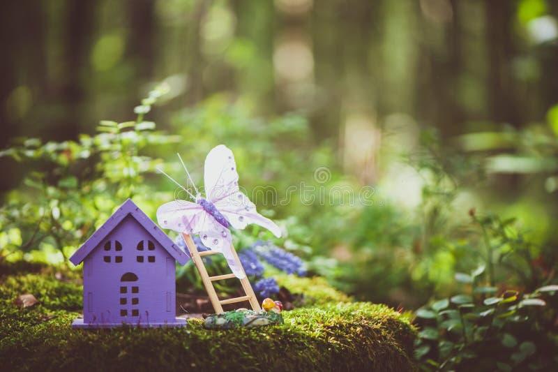 Фантастичный, дом игрушки, цвета лаванды стоковое изображение rf