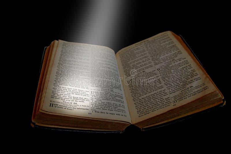 Фара на открытой библии стоковое изображение rf