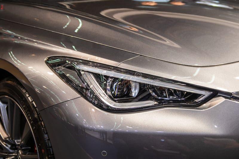 Фара серого современного автомобиля со светом СИД стоковые фотографии rf