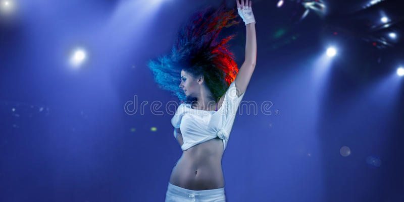 фары танцы под женщиной стоковые фотографии rf