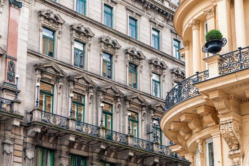 Фасады исторических зданий в вене стоковые изображения
