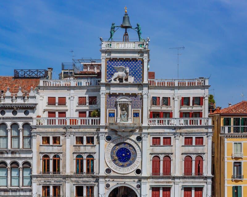 Фасад башни с часами St Mark в башне St Mark, в Венеции, стоковые изображения