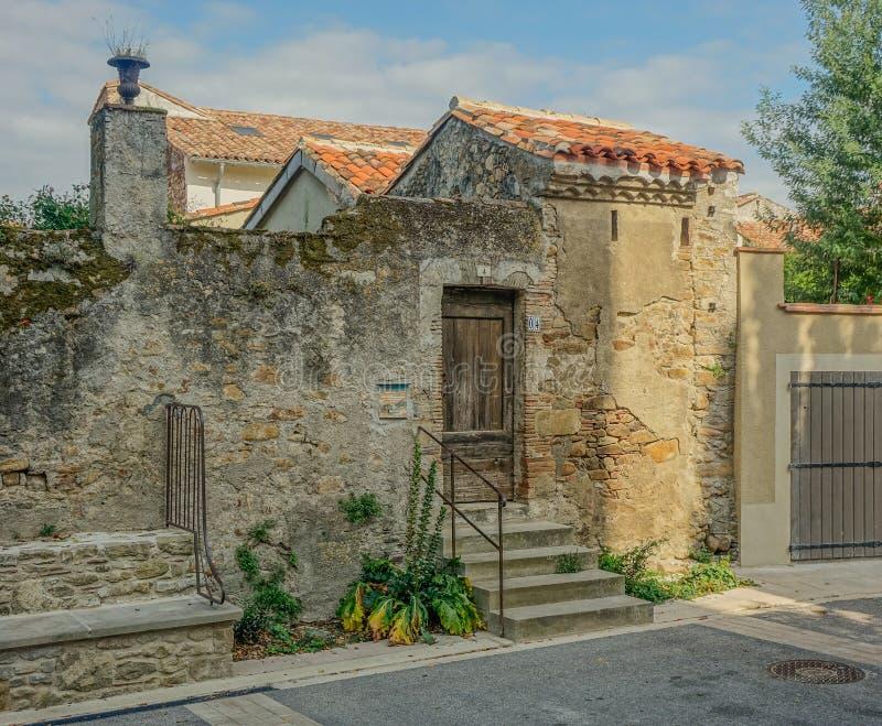 Фасад дома в деревне стоковое изображение