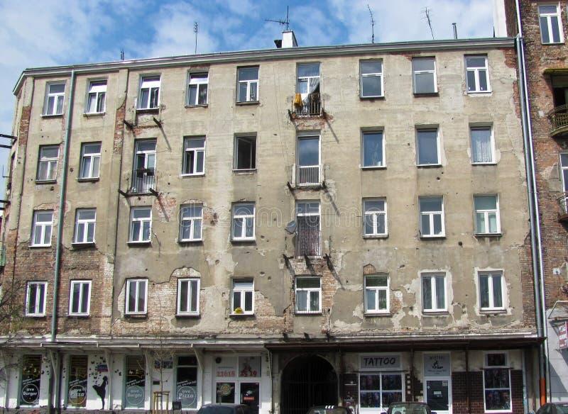 Фасад дома, трассировки пуль, Второй Мировой Войны Варшава Польша стоковая фотография