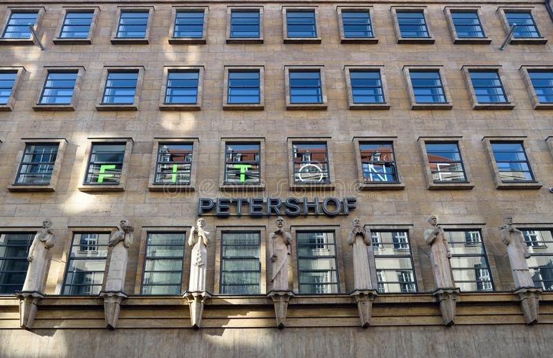 Фасад здания Petershof в Лейпциге, Германии стоковая фотография rf