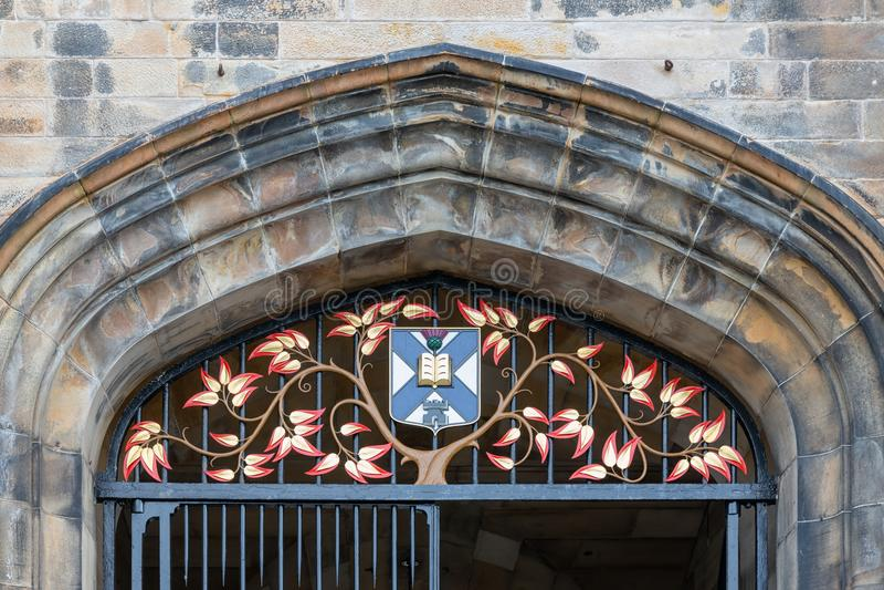 Фасад и вход нового университета коллежа Эдинбурга стоковая фотография