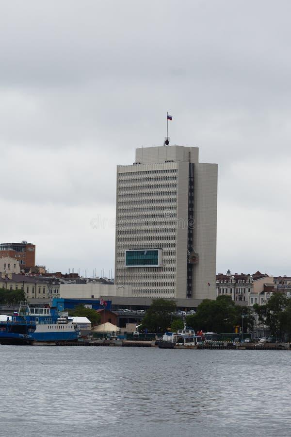 Фасад моря города Владивостока стоковые изображения