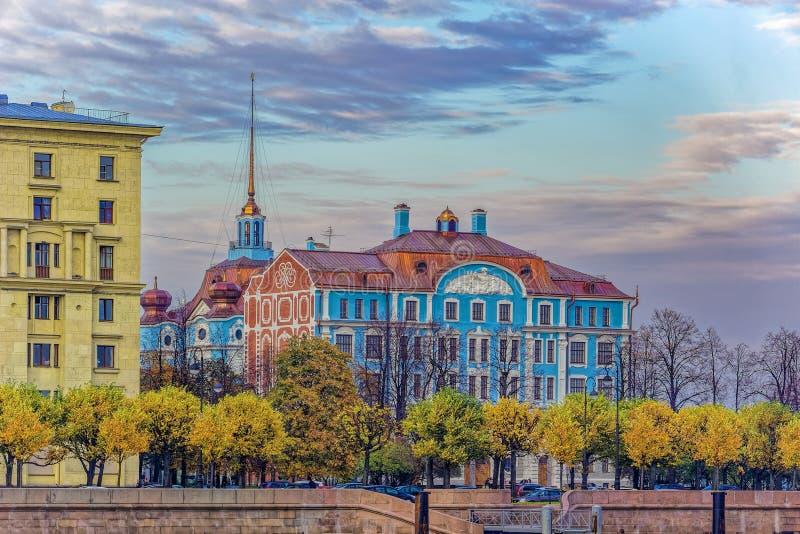 Фасад нахимовского училища, Санкт-Петербург, Россия стоковые изображения rf