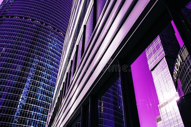 Фасад небоскреба офис зданий berlin стеклянные самомоднейшие силуэты стоковые изображения rf