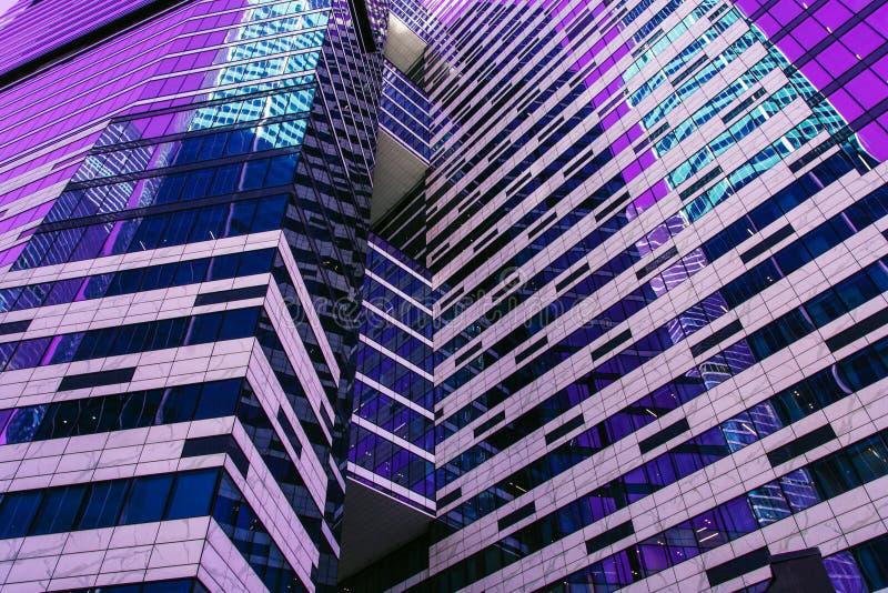 Фасад небоскреба офис зданий berlin стеклянные самомоднейшие силуэты стоковые фотографии rf