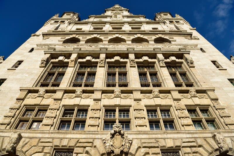 Фасад нового здания Neues Rathaus ратуши в Лейпциге стоковые фотографии rf
