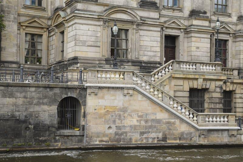 Фасад песчаника с балюстрадой лестницы от dom берлинца стоковые фото