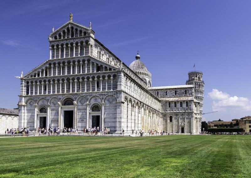 Фасад собора и с полагаясь башней, Пизой, Италией стоковое фото rf