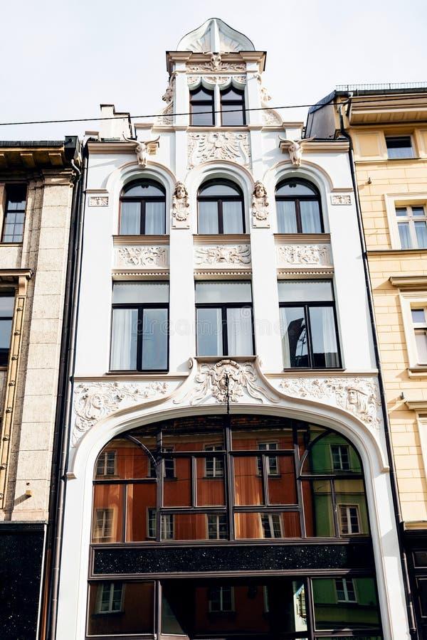 Фасад старого многоквартирного дома в городе Wroclaw стоковые изображения rf