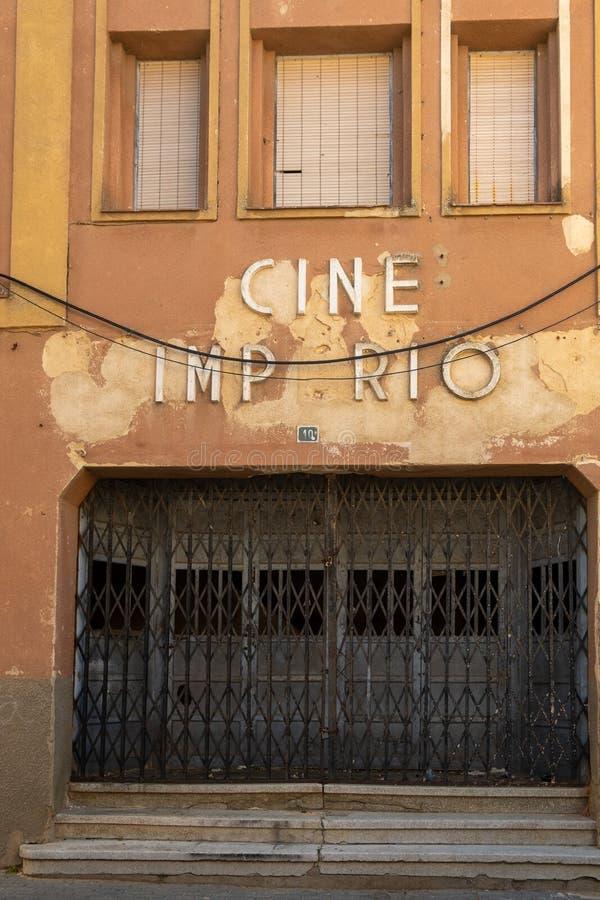 Фасад старого Cine Imperio в Toro, Испании стоковые фото