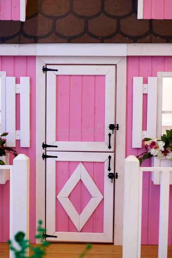 Розовая дверь стоковые изображения