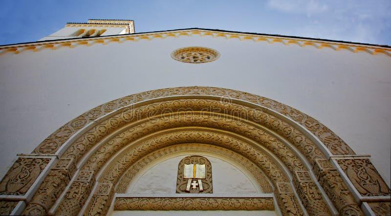 фасад церков смотря богато украшенный поднимающее вверх стоковое изображение rf