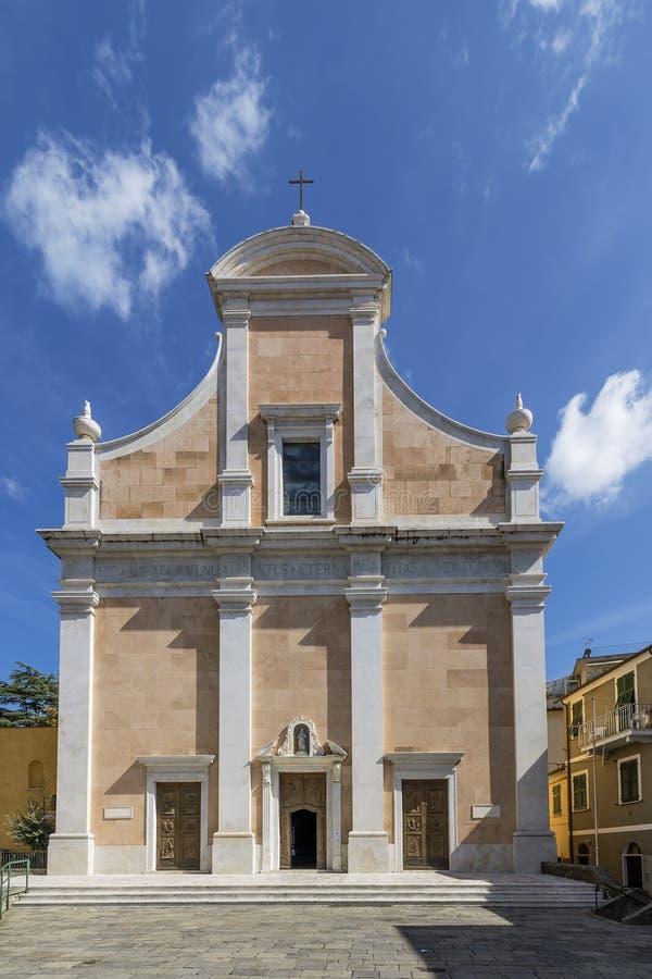 Фасад церков ` Assisi Сан Francesco d в Lerici, Ла Spezia, Лигурии, Италии, на красивый солнечный день стоковое фото rf