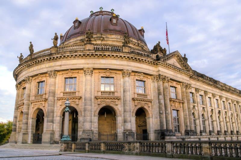 Фасад Bodemuseum в Берлине, Германии стоковые фото