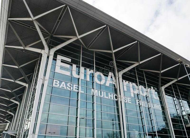 Фасад EuroAirport стеклянный в Базеле, взгляде улицы Sqitzerland стоковые фотографии rf