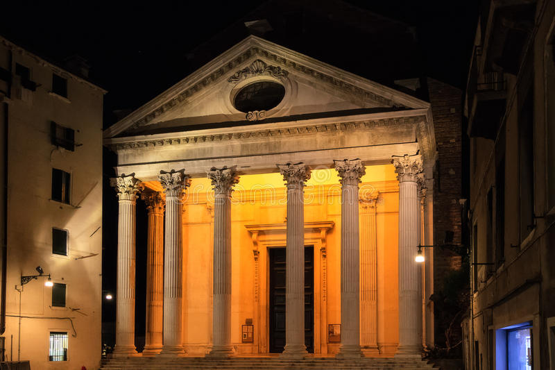 Download Фасад виска церков на Венеции. Стоковое Изображение - изображение насчитывающей экстерьер, площадь: 33729951