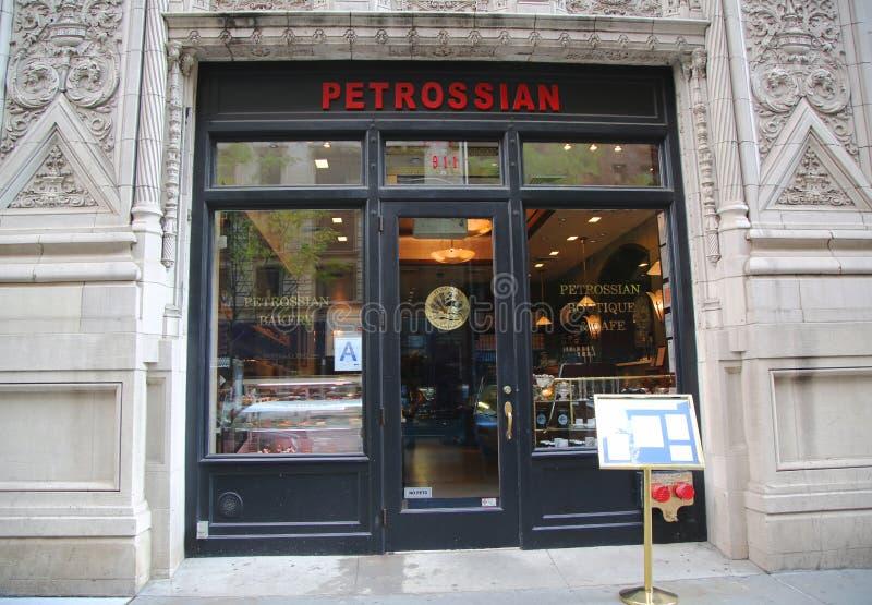 Фасад известного ресторана Petrossian в центре города Манхаттане стоковое фото