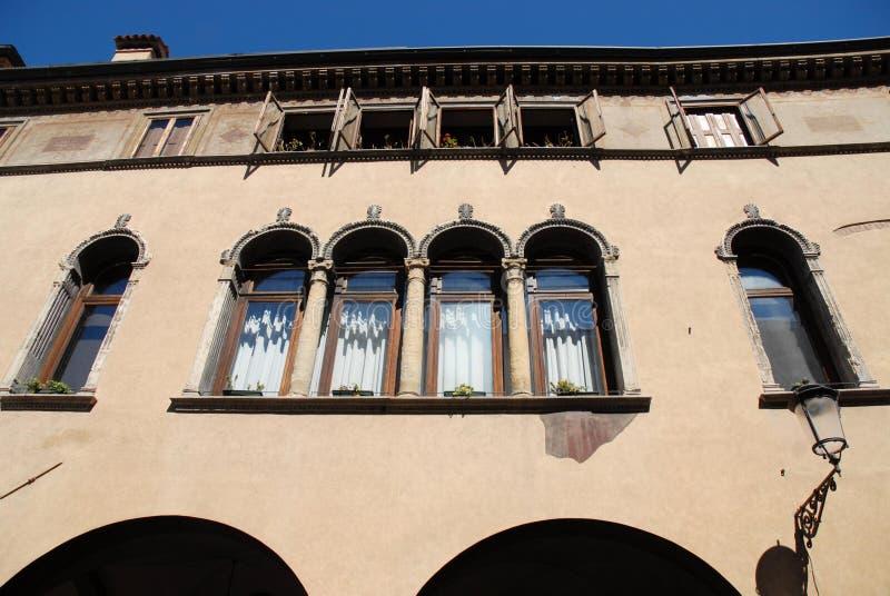 Фасад исторического здания в Падуе в венето (Италия) стоковое изображение rf