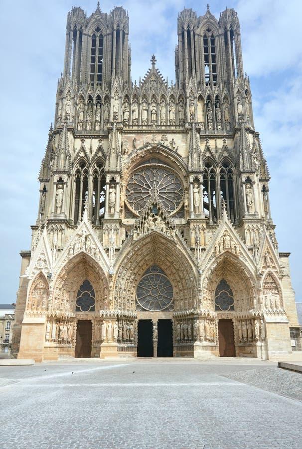Фасад собора Нотр-Дам de Реймса стоковые изображения rf