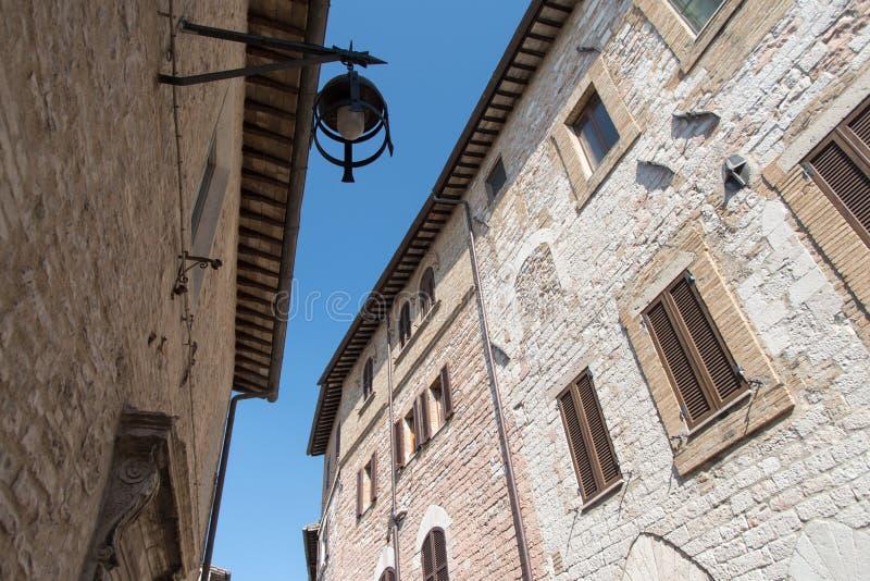 Фасады зданий в Assisi, Италии стоковое изображение rf