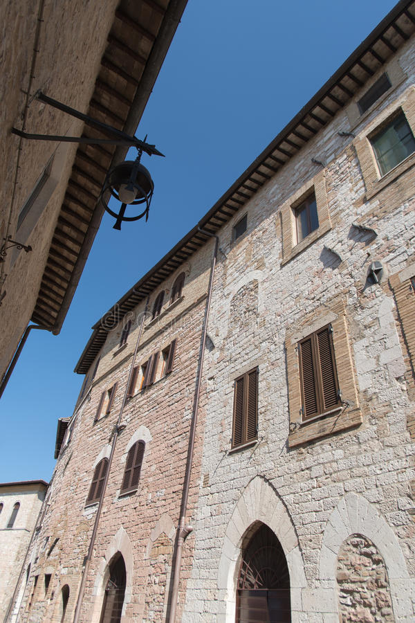 Фасады зданий в Assisi, Италии стоковые изображения rf