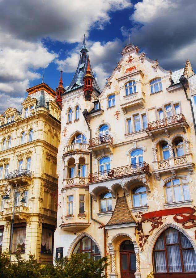 Фасады здания в Karlovy меняют стоковые изображения rf