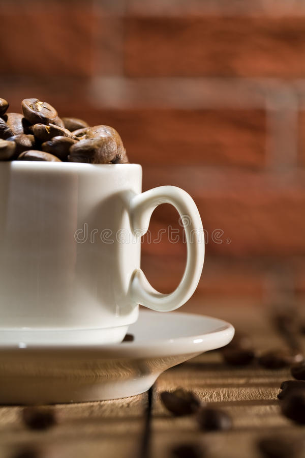 фасоли закрывают кофейную чашку вверх стоковое изображение rf