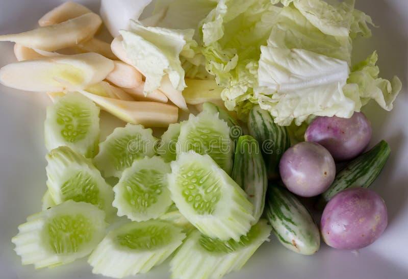 Фасоль Yardlong набора гарнира овоща тайца, баклажан прерванный в шаре установите тайского местного блюда салата овощей травы стоковые изображения