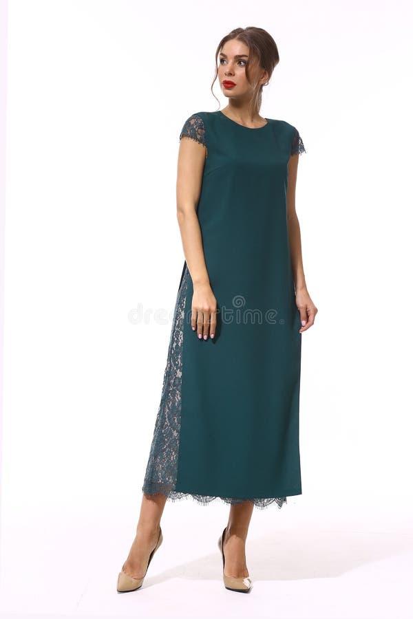 Фасонируйте бизнес-леди в официально одеждах изолированных на белизне стоковые изображения
