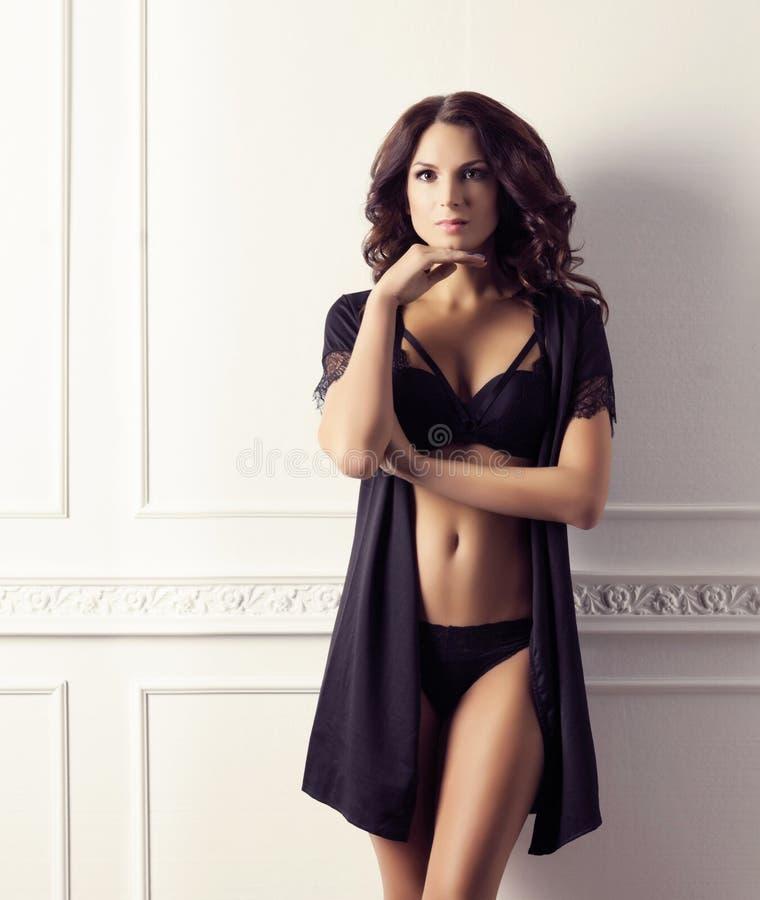 Фасонируйте всход шикарной и красивой женщины Мода, мода, стоковые фотографии rf