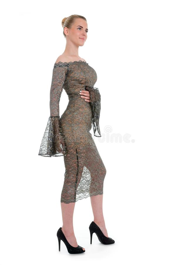 Фасонируйте портрет красивой женщины в элегантном платье Девушка с стоковая фотография