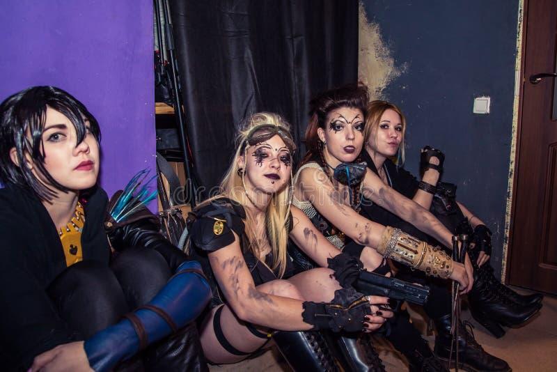 Download Фасонируйте хаос искусства представления в черноте Розе ночного клуба в Kirov Редакционное Стоковое Фото - изображение насчитывающей освещение, повелительница: 81813143