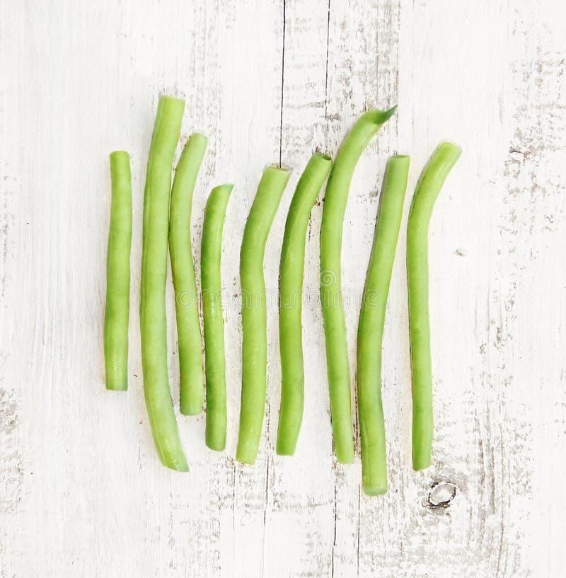Фасоли группы зеленые на затрапезной предпосылке стоковые изображения rf