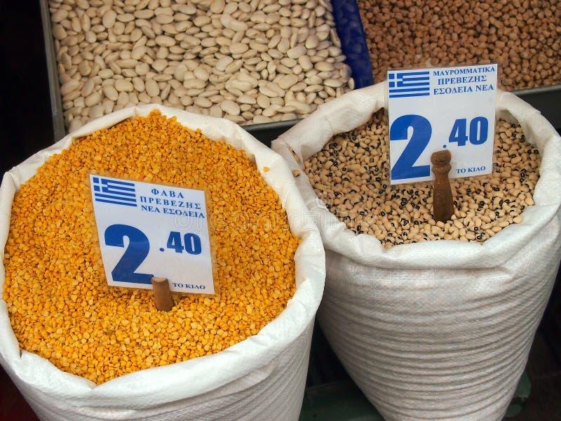 Фасоли Fava и горохи подбитого глаза, рынки Афин стоковое фото