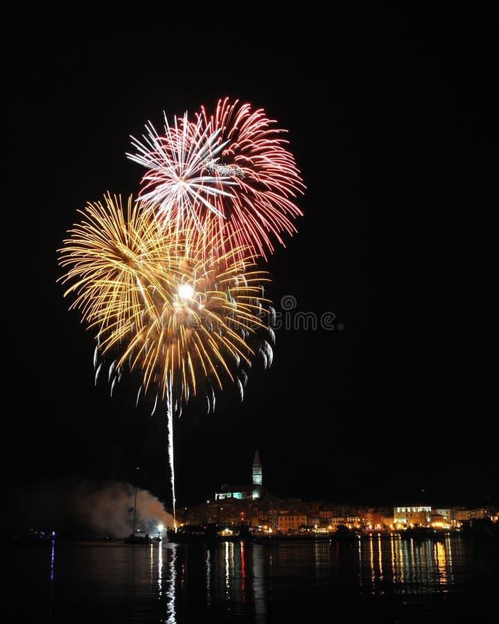 Феиэрверк над городом Rovinj стоковая фотография rf