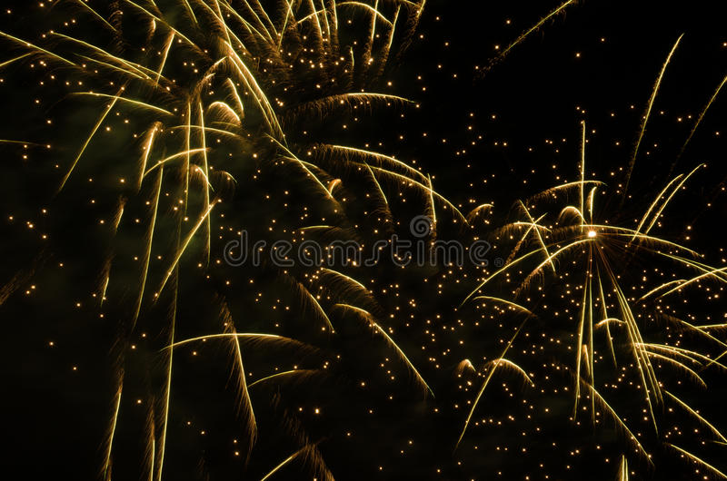 Фейерверки в небе на ноче стоковое фото